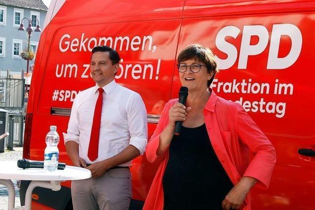 SPD-Politiker Saskia Esken und Johannes Fechner geben sich in Lahr siegessicher