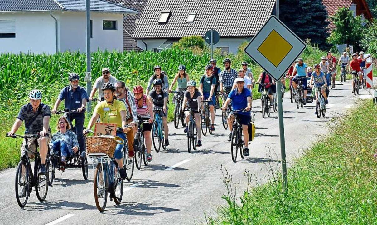 Die Fahrraddemo bei der Ausfahrt aus Waltershofen    Foto: Michael Bamberger