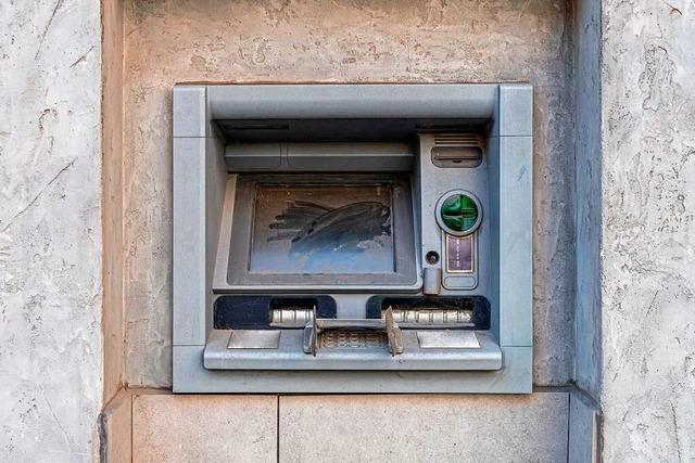 Warum immer mehr Bankautomaten verschwinden