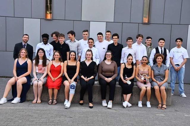 Abschlusszeugnisse für 46 Schülerinnen und Schüler in Gundelfingen