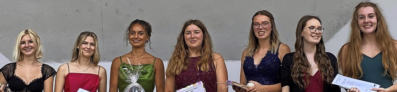 Preisträgerinnen des Sozialwissenschaf...gande, Leonie Käser und Vanessa Stüber  | Foto: Jochen Stegmaier