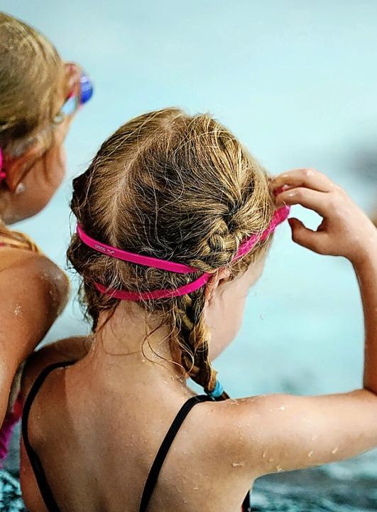 Schwimmen konnten Kinder seit langem w...len. Der SSV Grenzach bietet Kurse an.    Foto: Uwe Anspach (dpa)