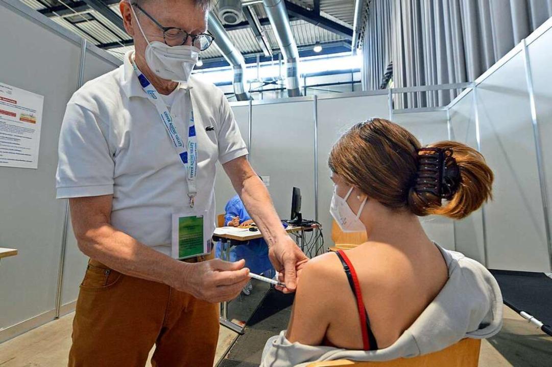 Impfung gegen Sars-CoV-2 im ZIZ in Freiburg (Archivbild).    Foto: Michael Bamberger
