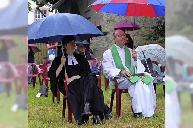 Abschied von Pfarrer Steffen Mahler im Regen
