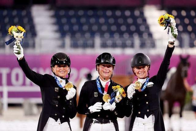 Drei Frauen reiten Deutschland in Tokio zu Gold