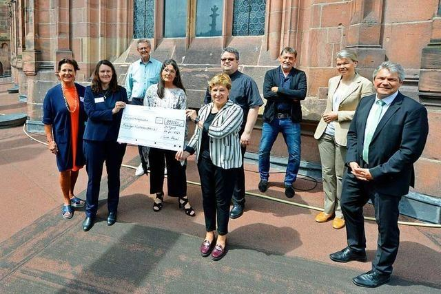 Ministerin bringt 390.000 Euro für den Freiburger Münsterbauverein