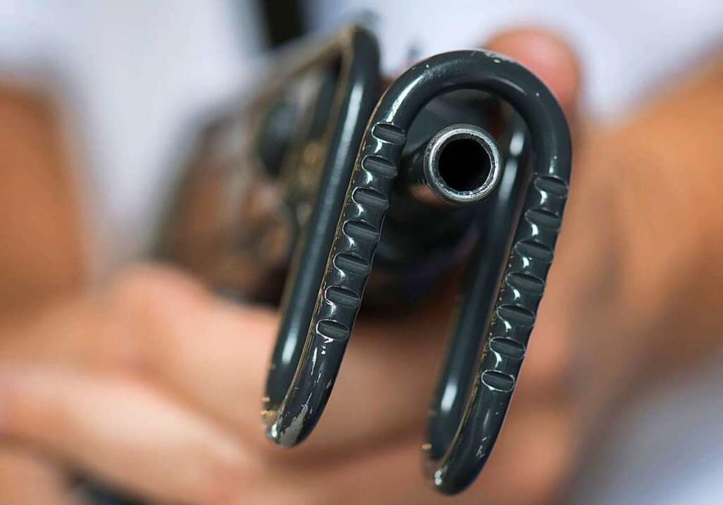 Der Besitz einer Maschinenpistole ist ...ngeklagte standen deshalb vor Gericht.  | Foto: Boris Roessler