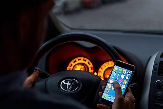 Kontrolle in Schwörstadt: 24 Fahrer benutzen während der Fahrt das Handy