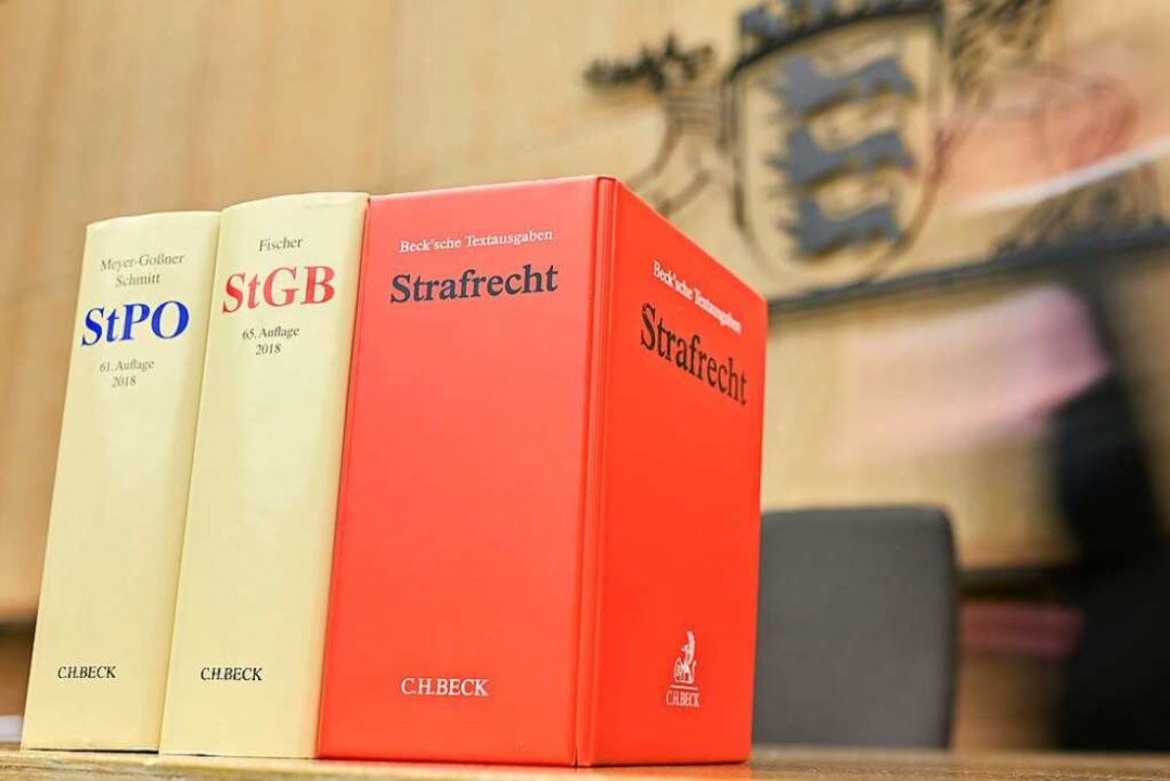 Das Grundgesetz verbietet eine nachträ...ssungsgericht schon 1969 festgestellt.  | Foto: Uwe Anspach (dpa)