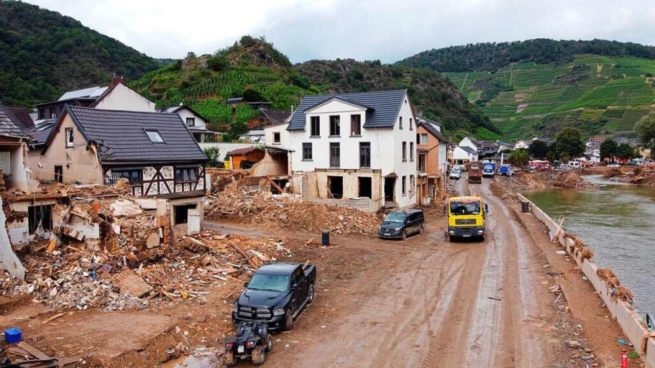 Das verheerende Unwetter vom 14. Juli ...0 Häuser in dem Ort Mayschoß geflutet.    Foto: Thomas Frey (dpa)