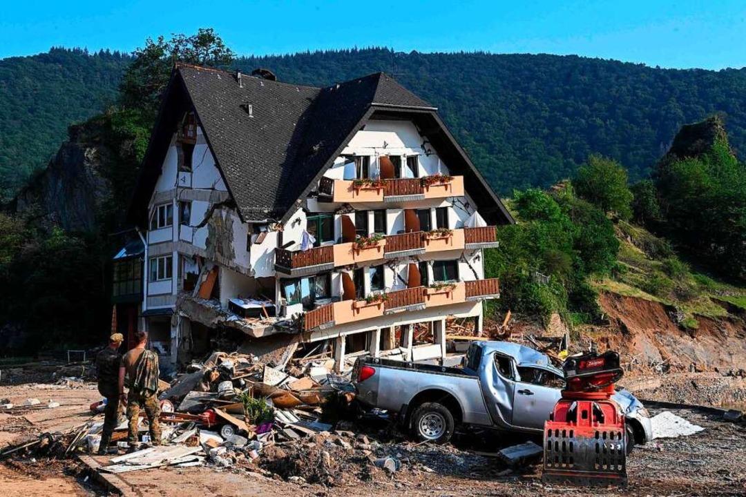 Im Ahrtal hat das große Aufräumen nach dem Hochwasser begonnen.    Foto: CHRISTOF STACHE (AFP)