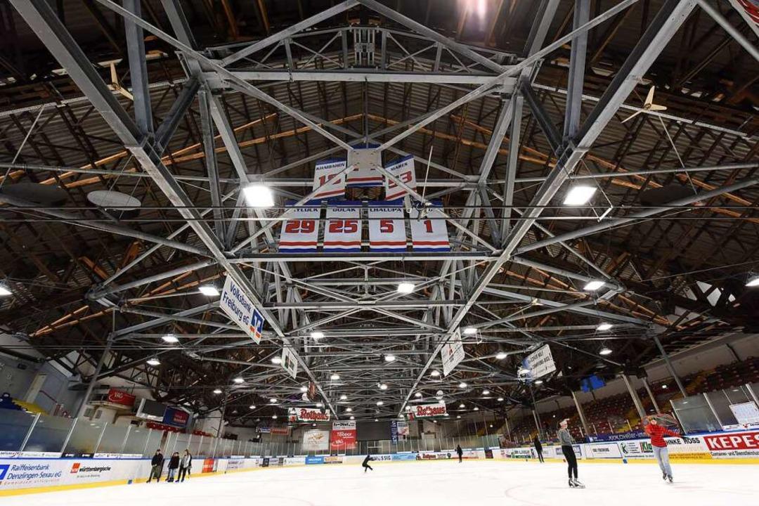 Die Eishalle kann noch bis Ende Juni 2...en werden – wenn alles gut geht.  | Foto: Rita Eggstein