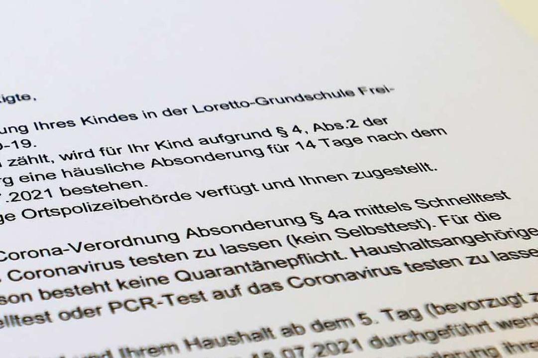 Aus einem Brief des Gesundheitsamts an...; heißt nichts anderes als Quarantäne.  | Foto: Ingo Schneider