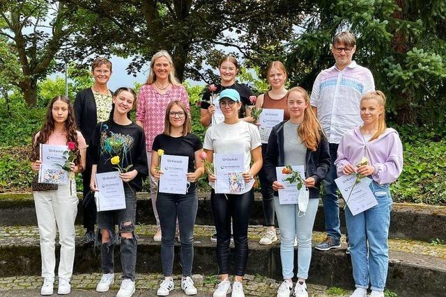 Schülerinnen und Schülern an der Maria-Furtwängler-Schule haben ihre Abschlüsse