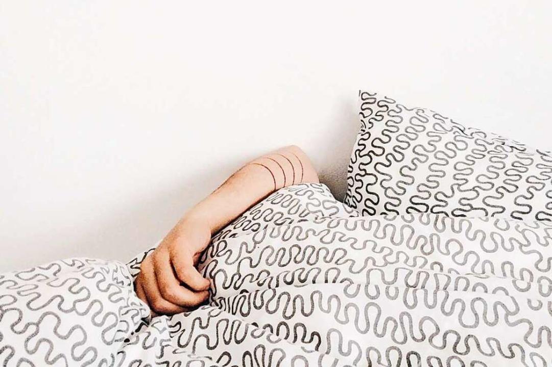 Einfach mal die Decke über den Kopf ziehen und ausruhen. Das tut gut.  | Foto: Elizabeth Lies (unsplash.com)