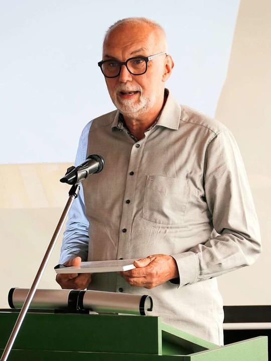 Gerhard Baral, der Moderator der Arbei...pt, bei seinem Auftritt im Gemeinderat  | Foto: Hans-Peter Müller