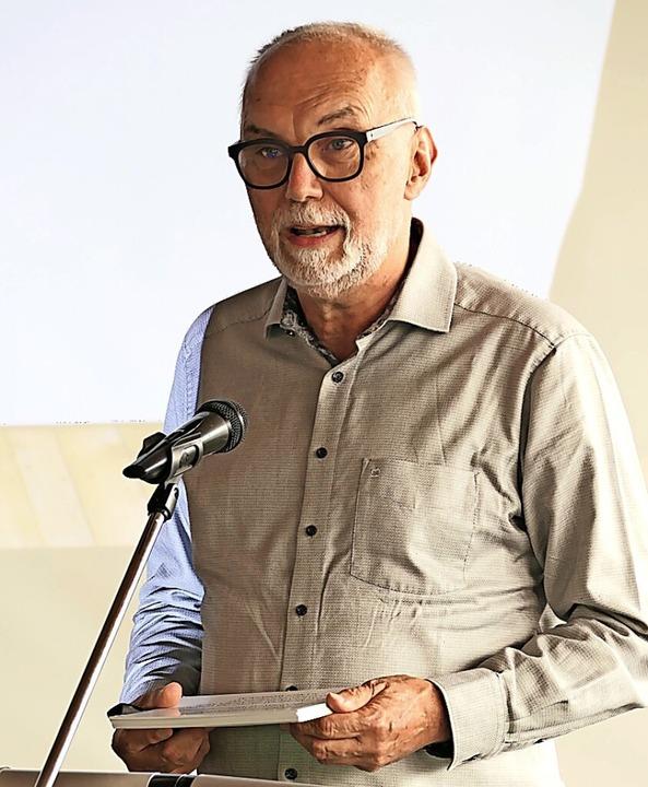 Gerhard Baral, der Moderator der Arbei...pt, bei seinem Auftritt im Gemeinderat    Foto: Hans-Peter Müller