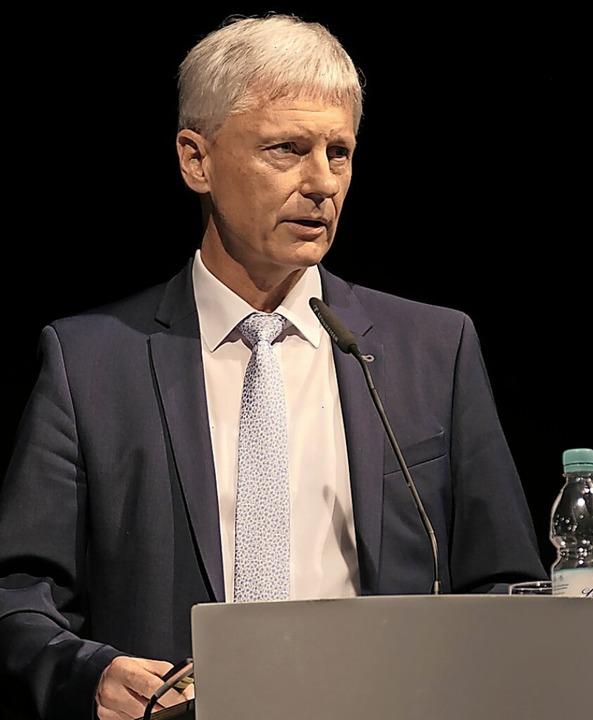 """Bürgermeister Michael Benitz kämpft en...hance, die sich Staufen bietet"""".    Foto: Hans-Peter Müller"""