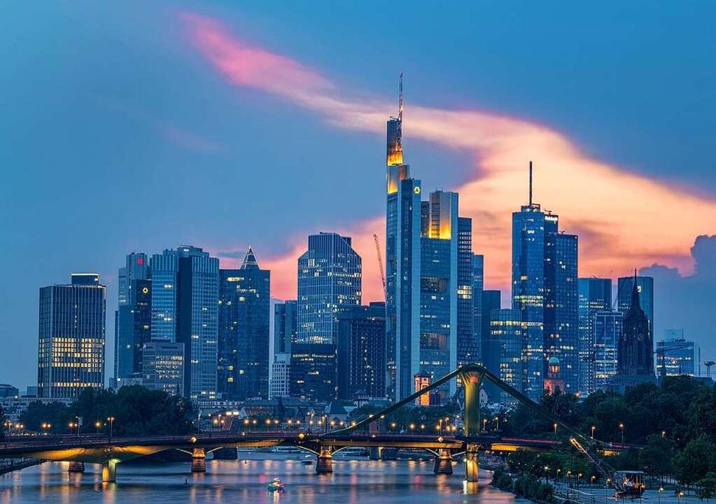 Die Frankfurter Bankenskyline  | Foto: Boris Roessler (dpa)
