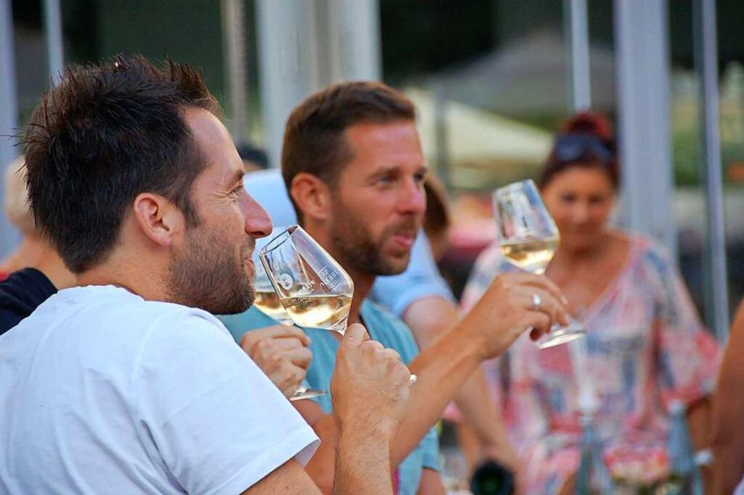Guter Wein macht gute Laune    Foto: Hubert Röderer