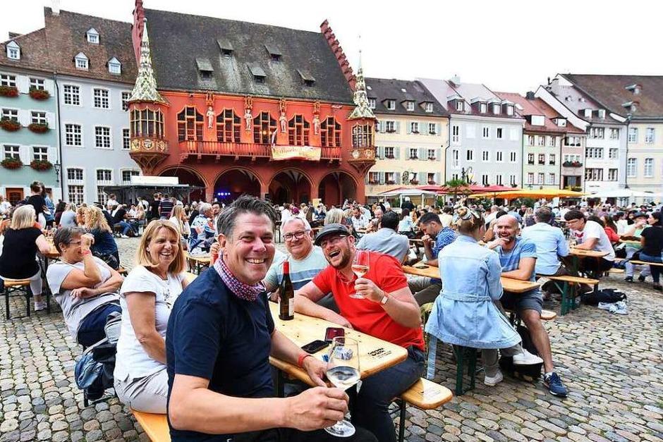 """tolle Stimmung beim """"Freiburger Weinsommer"""" am Samstagabend (Foto: Rita Eggstein)"""