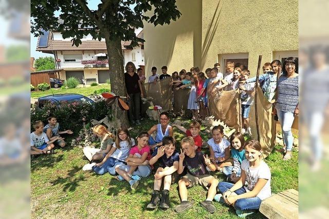 Drache Dragomir im Britzinger Schulhof