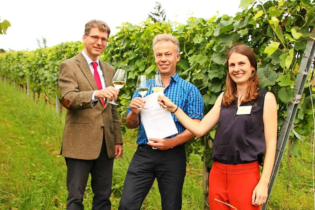 Den Ehrenpreis bekam Daniel Feuerstein...Bio-Musterregion Freiburg) überreicht.    Foto: Mario Schöneberg