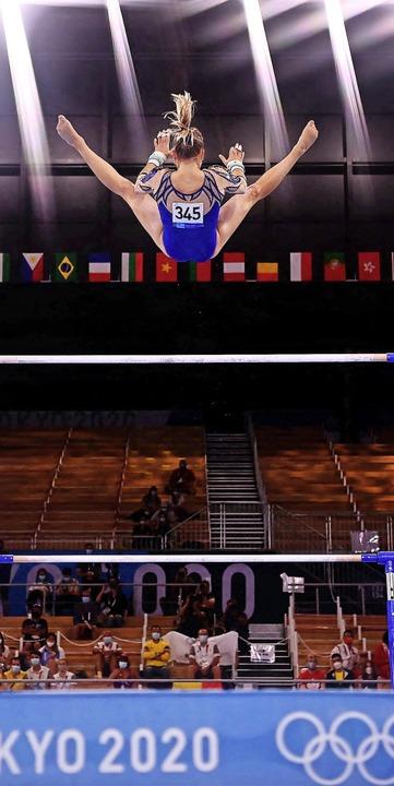 Hoch in der Luft: Elisabeth Seitz während ihrer Finalübung    Foto: LOIC VENANCE (AFP)