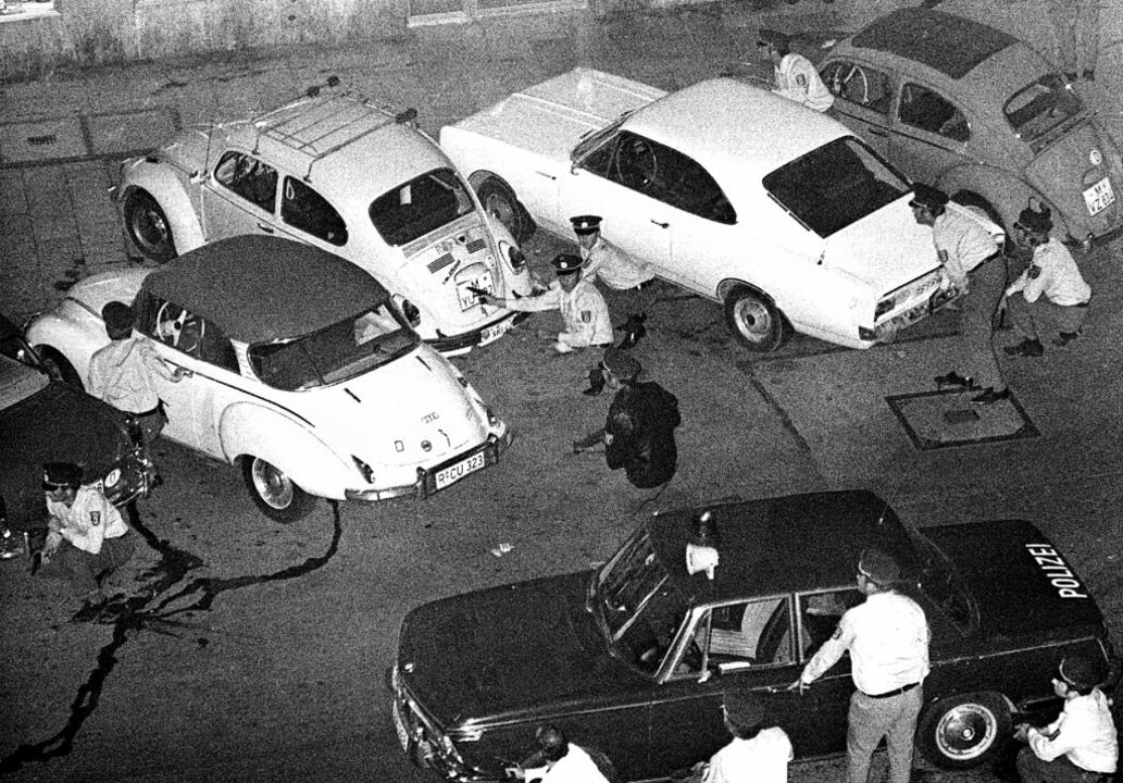 In der Nacht vom 4. zum 5. August 1971...nk an der Münchner Prinzregentenstraße  | Foto: -- (dpa)