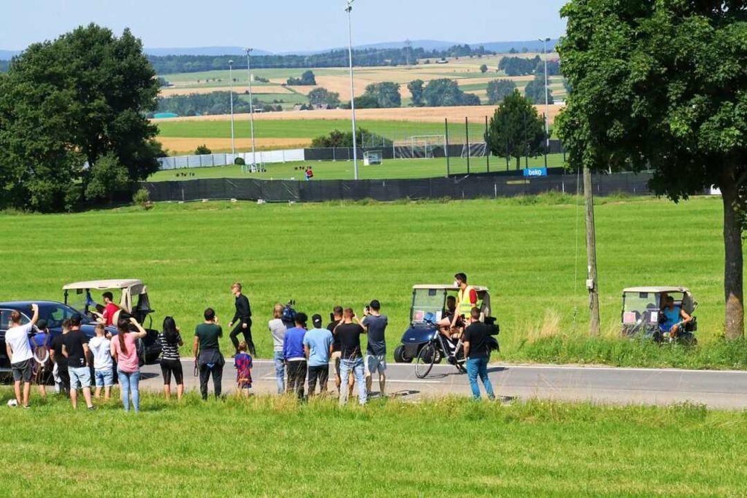 Bei deren Rückfahrt zum Hotel in Golfm...kurze Zeit aus größerer Nähe zu sehen.    Foto: Otto Schnekenburger