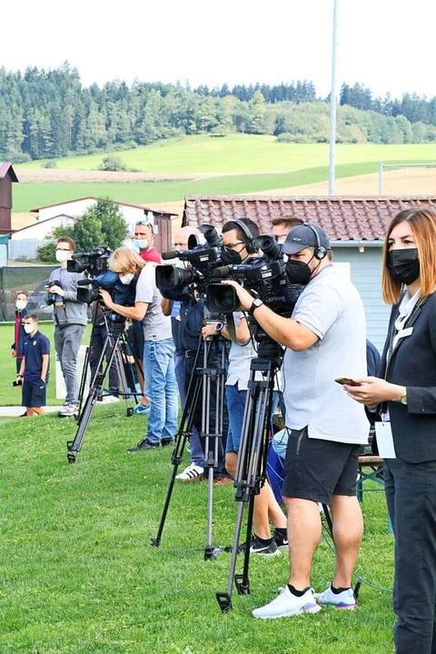 Das Interesse der Medien war groß, abe...ch sie das Trainingsgelände verlassen.    Foto: Otto Schnekenburger
