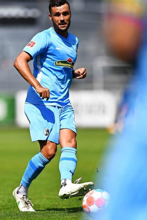 Weiter für den SC Freiburg am Ball: Manuel Gulde   | Foto: Achim Keller
