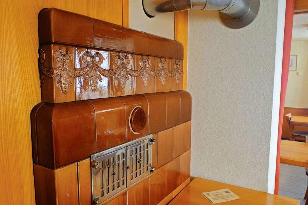 Imposant: der Kachelofen in der Wirtsstube    Foto: Martin Pfefferle