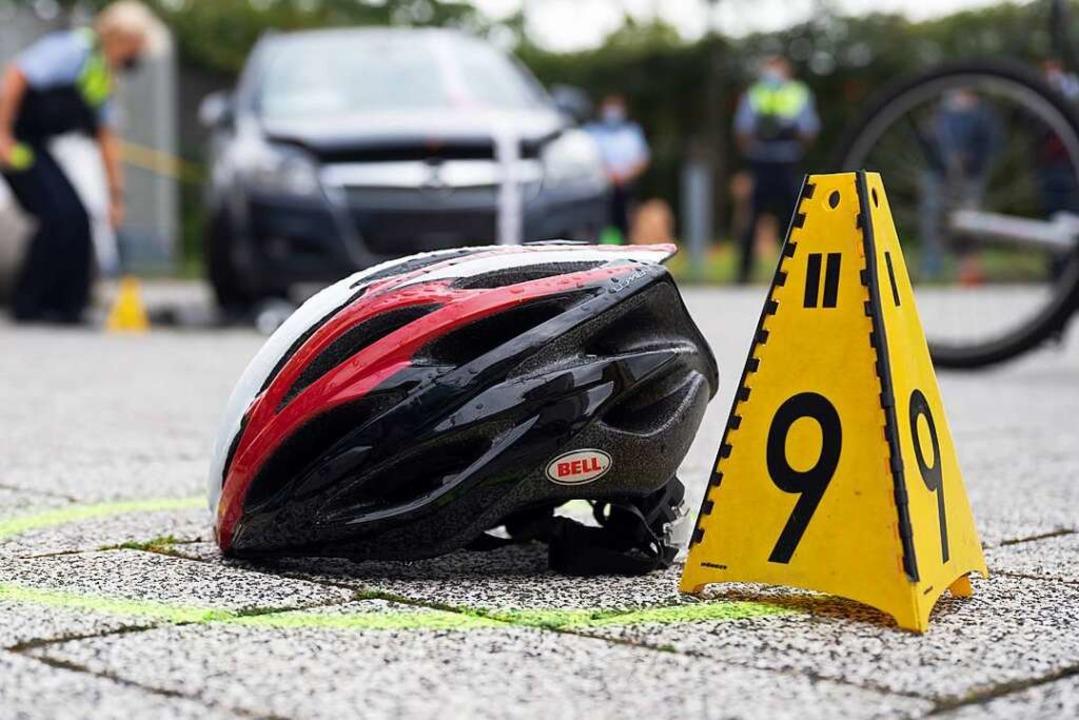 Bei einem Zusammenprall mit einem Auto... sich eine 16-jährige Radlerin schwer.  | Foto: Federico Gambarini (dpa)