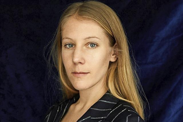 Die Autorin und Filmemacherin Jovana Reisinger liest zum Auftakt von