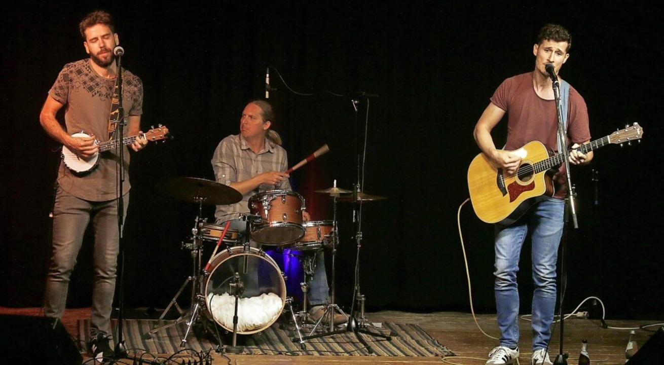 Sänger und Gitarrist Raphael Feist (re... Konzert in die Heimat zurückgekehrt.   | Foto: Heidi Fößel