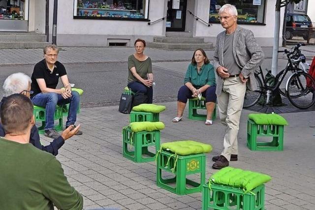 Grüne Ideen auf grünen Kisten präsentiert
