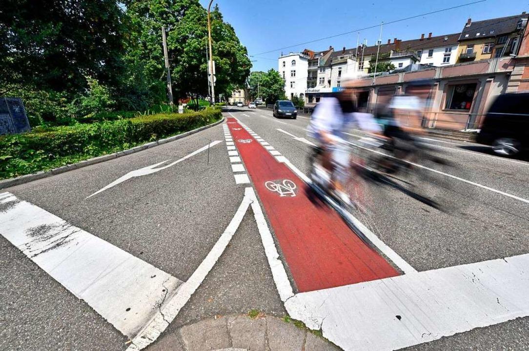 Statt einer engen Fahrrad- und einer A...ig eine breite kombinierte Spur geben.  | Foto: Thomas Kunz