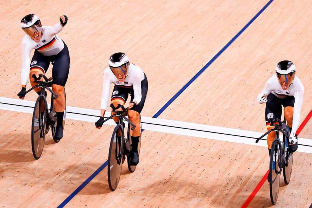 Mit einem neuen Weltrekord holt der Ba...nrad-Wettbewerben im Velodrom von Izu.    Foto: ODD ANDERSEN (AFP)