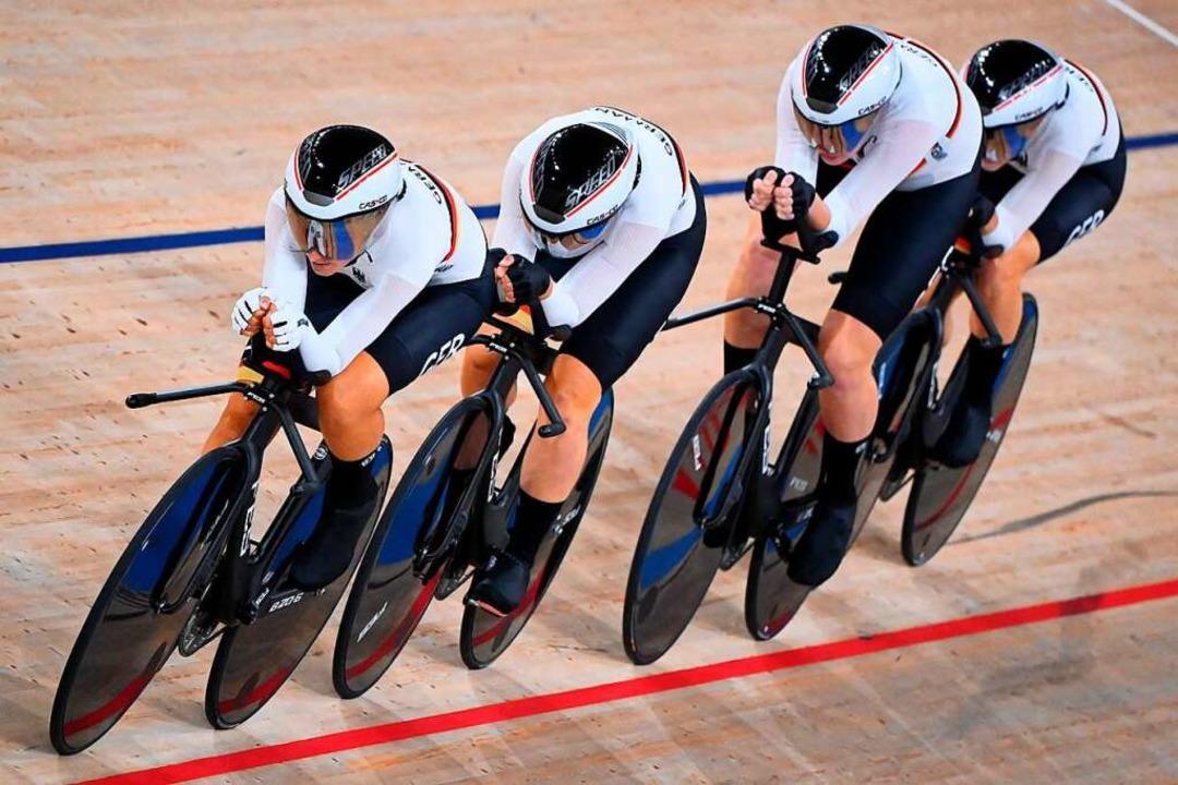Das deutsche Quartett siegte im atembe...4:04,249 Minuten gegen Großbritannien.    Foto: PETER PARKS (AFP)