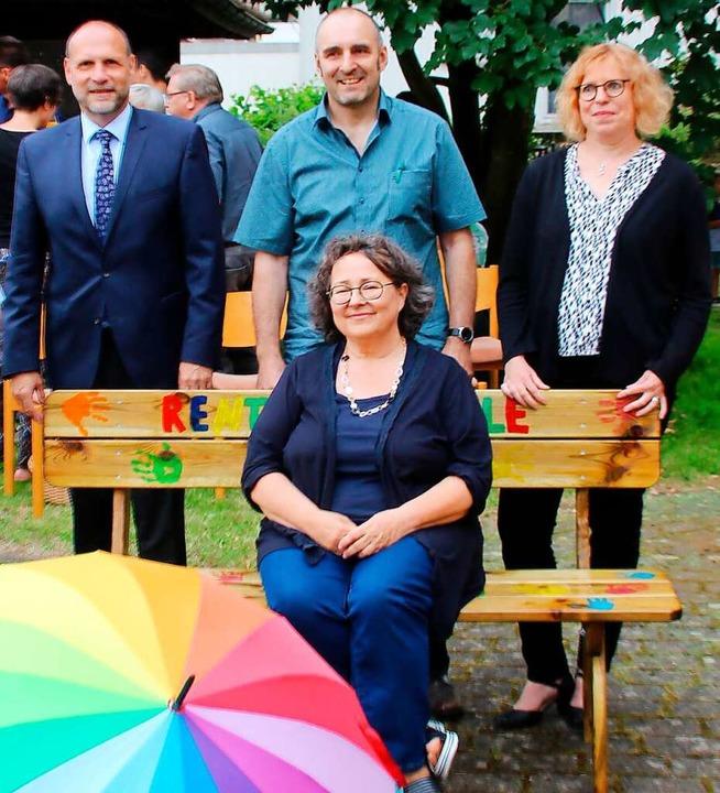 Freut sich über das Rentnerbänkle: Dor...farrerin Christine Egenlauf gewürdigt.    Foto: Reiner Beschorner