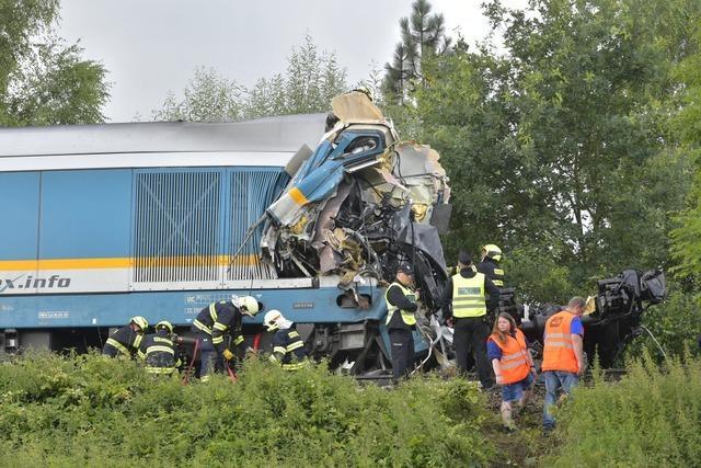 Zug aus München prallt in Tschechien gegen Regionalbahn – Tote und Verletzte