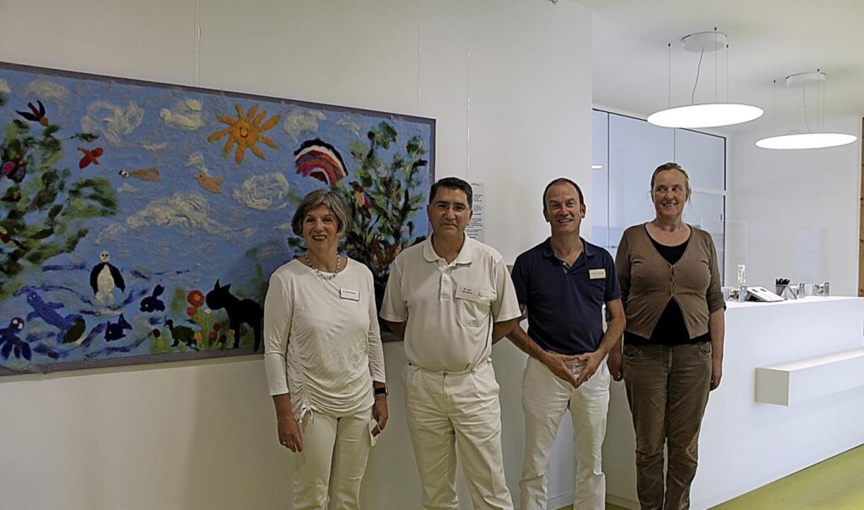 Übergabe der Bilder für die Ausstellun...rsheid, Martin Uherek und  Diane Dill.  | Foto: Waldorfschule