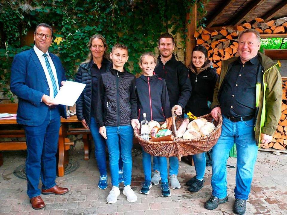 Bei der Preisverleihung (von links): L...er, Helena Krause, und Valentin Sonner  | Foto: Nina Herrmann