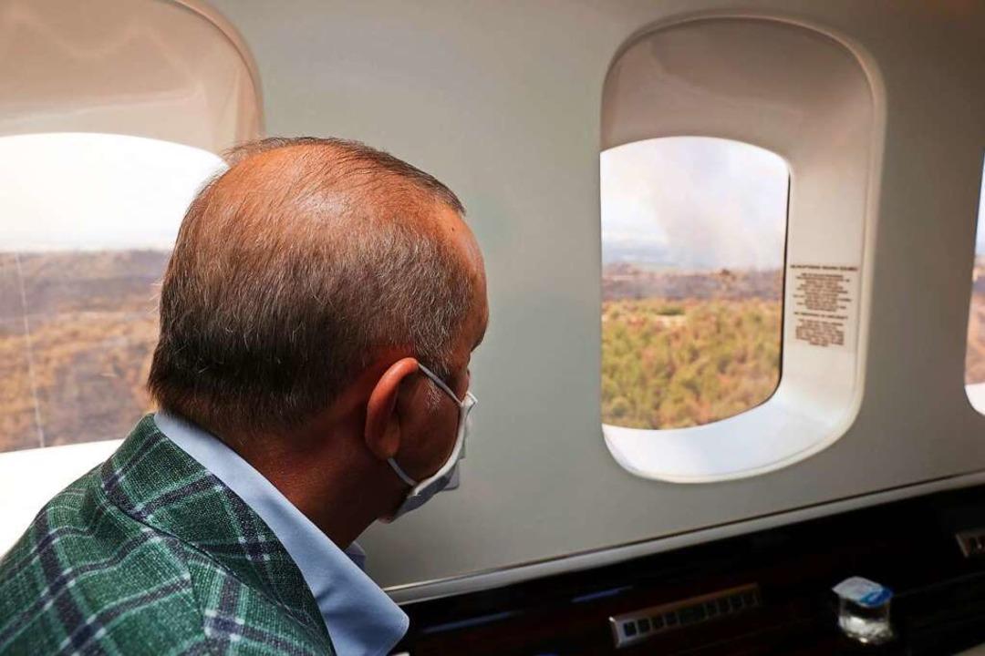 Recep Tayyip Erdogan, Präsident der Tü...dbrände in der Kreisstadt Manavgat an.  | Foto: Uncredited (dpa)