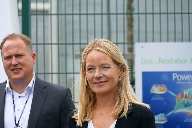 Umweltministerin besichtigt Power-to-Gas-Anlage in Grenzach-Wyhlen