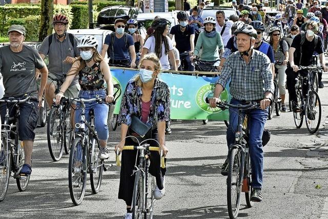 In Freiburg demonstrieren rund 400 Radler laut und deutlich fürs Klima