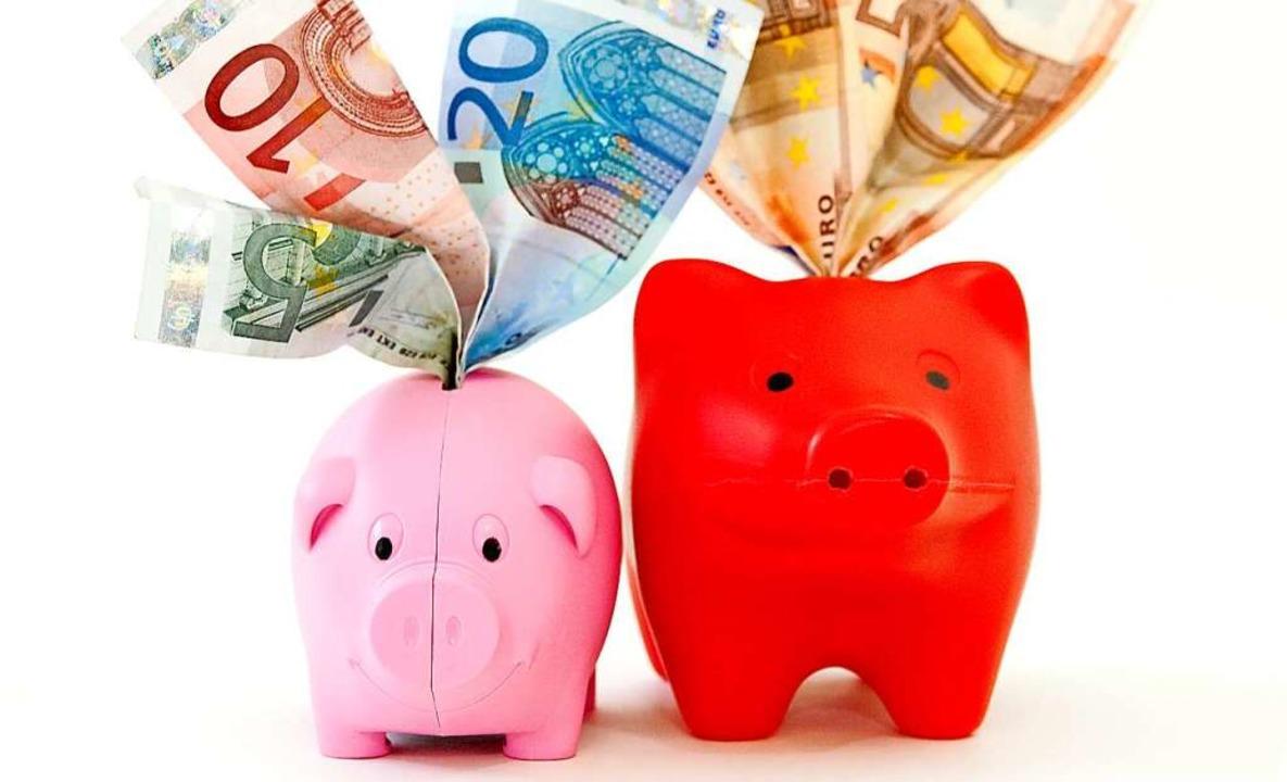 Banken verwahren das gesparte Geld.  | Foto: Mascha Brichta