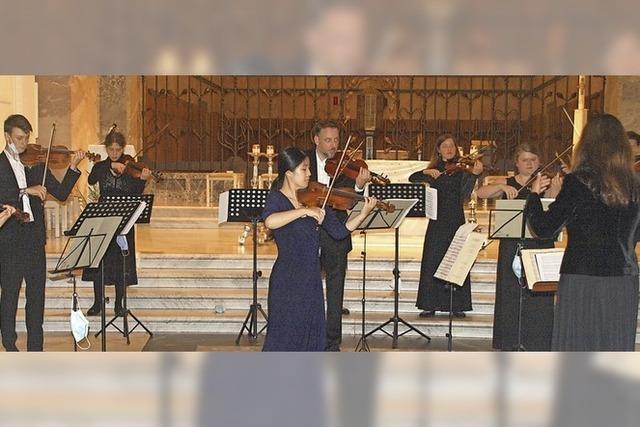 Solo und Orchesterstimmen verschränken sich auf subtile Weise