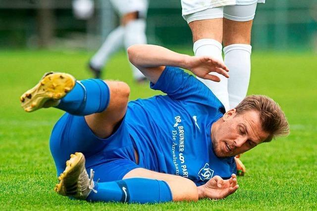 FC Neustadt beendet das Spiel in Denkingen nach zwei Ampelkarten mit neun Spielern und punktet dennoch